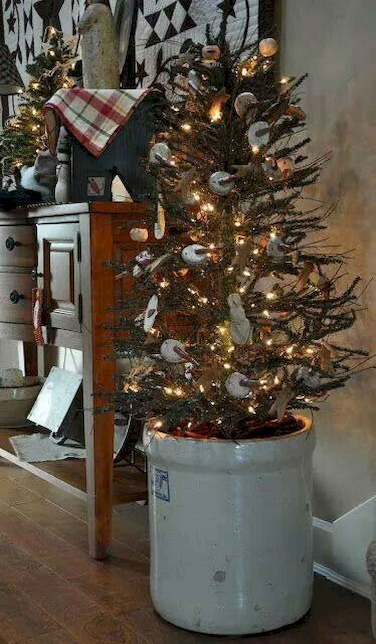 30 rustic and vintage christmas tree ideas decorations (6)