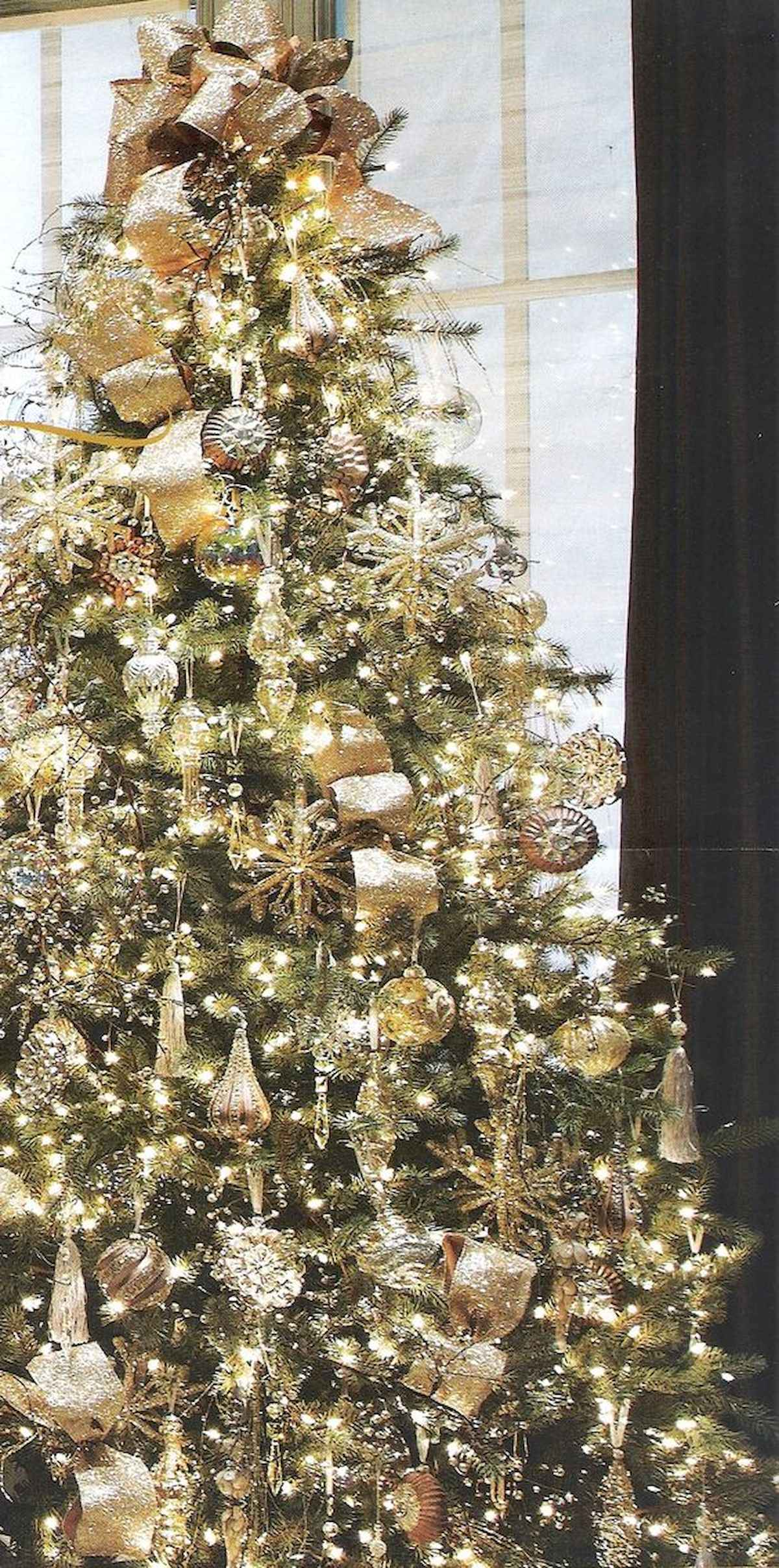 40 elegant christmas tree decorations ideas (35)
