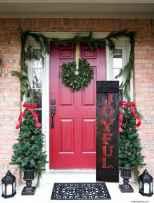50 front porches farmhouse christmas decorations ideas (11)