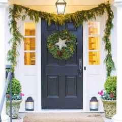 50 front porches farmhouse christmas decorations ideas (14)