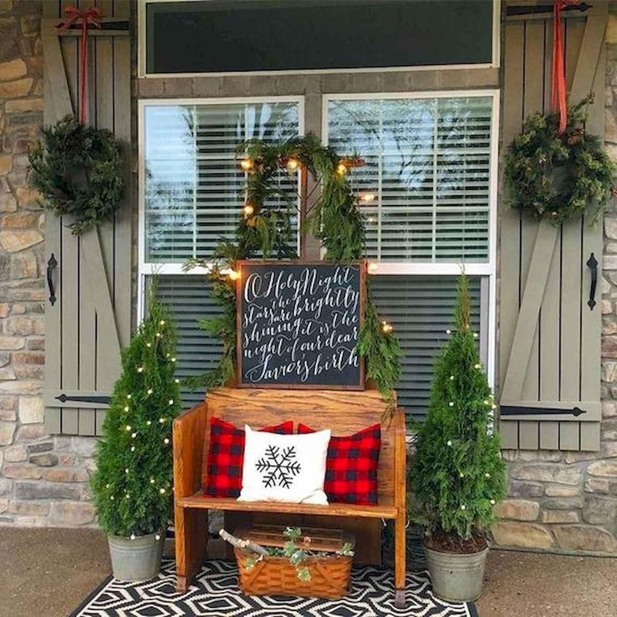 50 front porches farmhouse christmas decorations ideas (17)