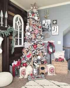 50 front porches farmhouse christmas decorations ideas (22)