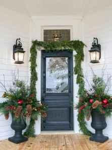50 front porches farmhouse christmas decorations ideas (23)