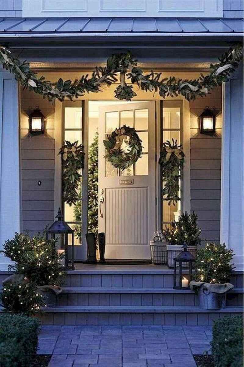 50 front porches farmhouse christmas decorations ideas (26)