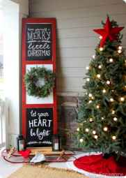 50 front porches farmhouse christmas decorations ideas (47)