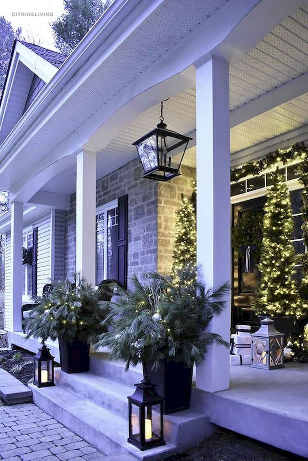 50 stunning front porch christmas lights decorations ideas (3)