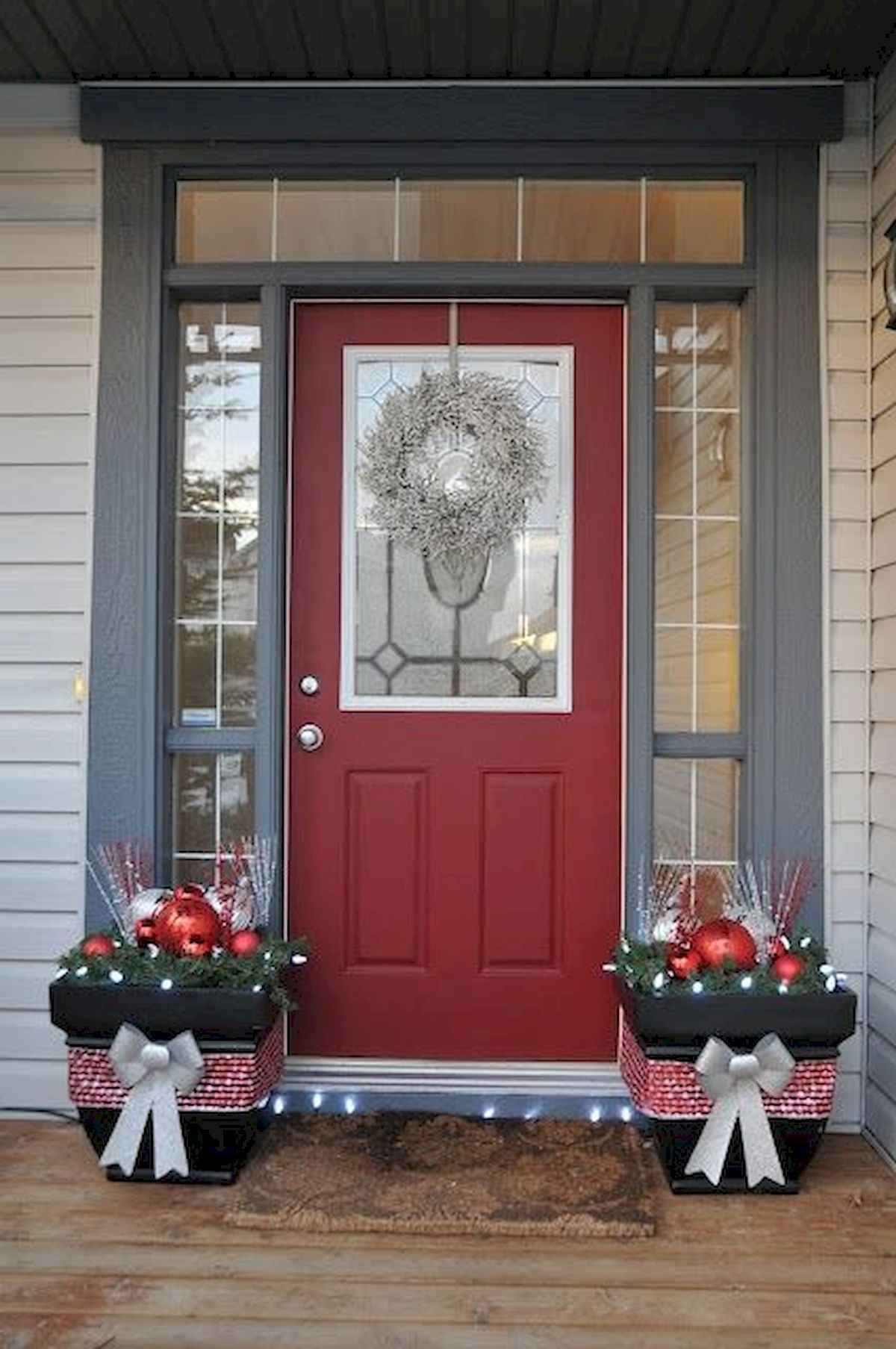 50 stunning front porch christmas lights decorations ideas (32)