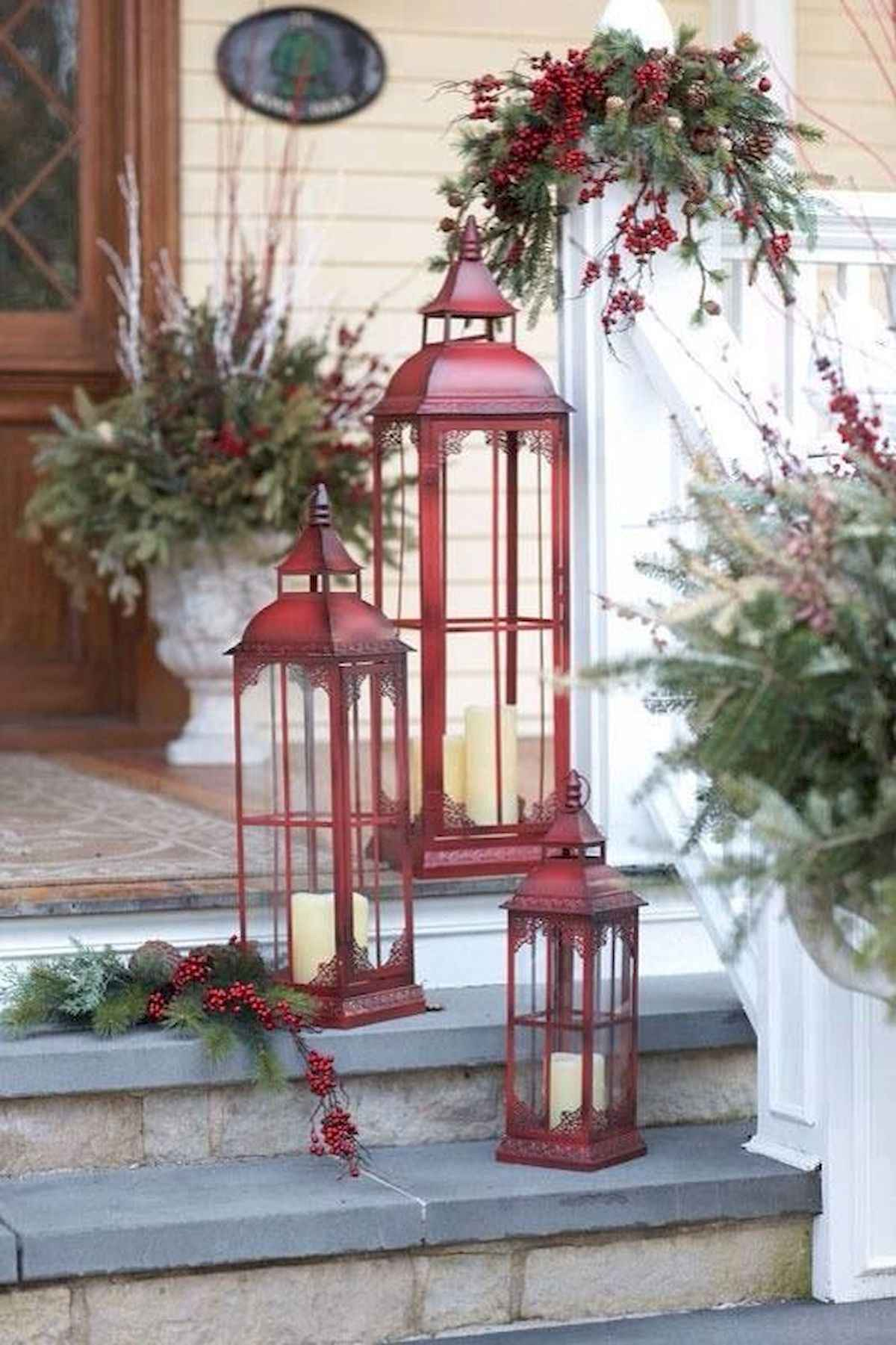 50 stunning front porch christmas lights decorations ideas (41)