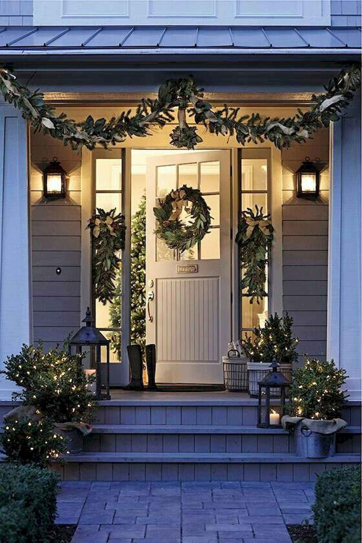 50 stunning front porch christmas lights decorations ideas (43)