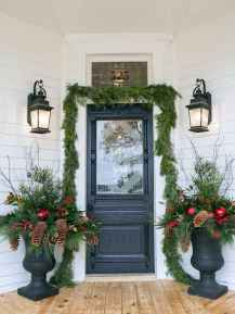 50 stunning front porch christmas lights decorations ideas (46)