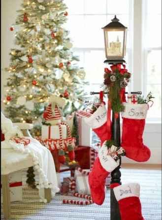 60 simple living room christmas decorations ideas (25)