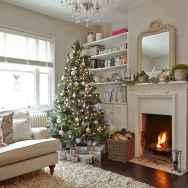 60 simple living room christmas decorations ideas (32)