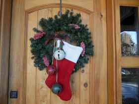 40 cheap and easy christmas decorations for your apartment ideas (64)