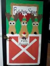 40 easy diy christmas door decorations for home and school (17)