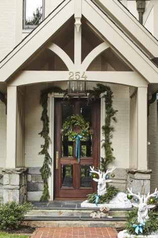 50 stunning christmas front porch decor ideas and design (17)