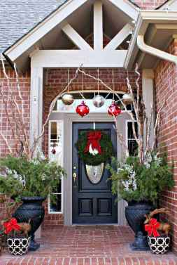 50 stunning christmas front porch decor ideas and design (31)