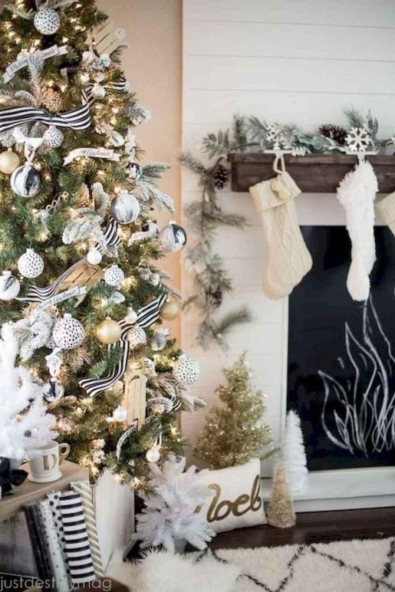 50 elegant christmas mantle decor ideas (51)