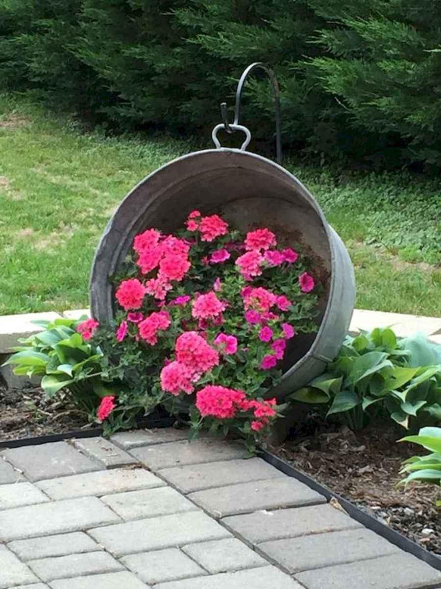 70 creative and genius garden art from junk design ideas for summer (25)