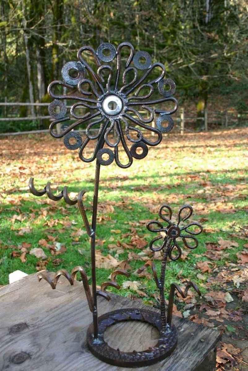 70 creative and genius garden art from junk design ideas for summer (47)