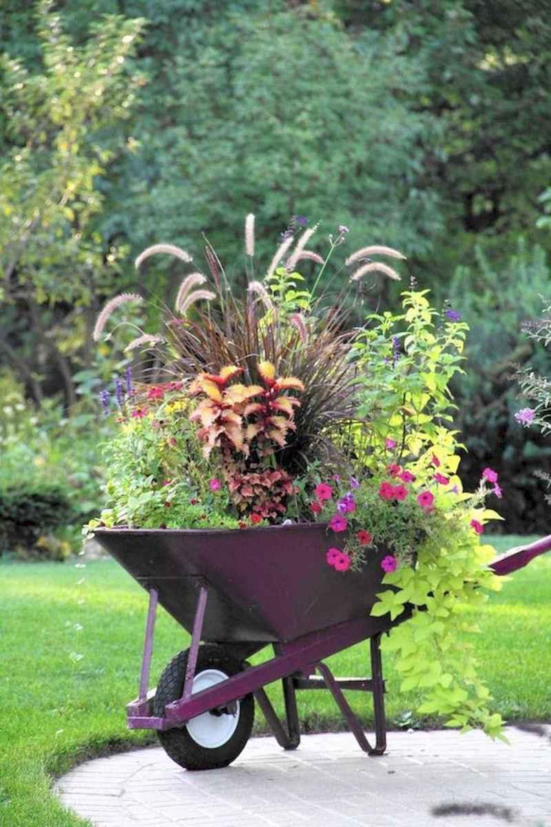 70 creative and genius garden art from junk design ideas for summer (66)