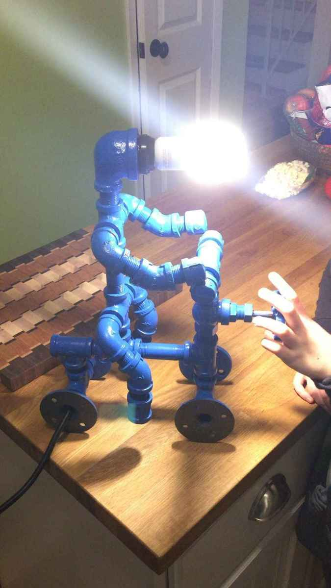35 creative diy industrial pipe lamp design ideas robot to decor your home (27)