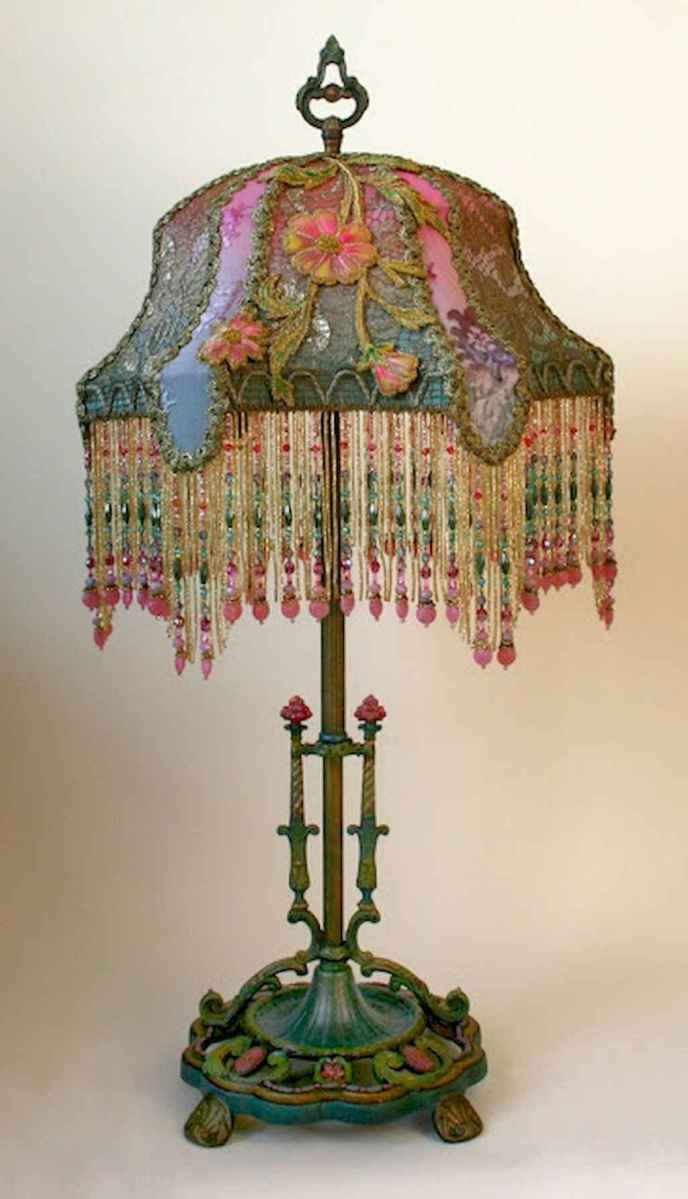 40 vintage victorian lamp shades ideas for decorating bedroom diy (20)