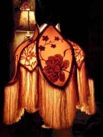 40 vintage victorian lamp shades ideas for decorating bedroom diy (35)