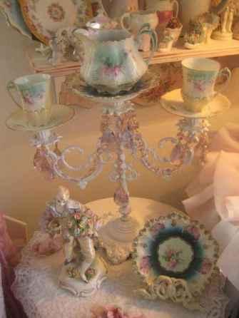 40 vintage victorian lamp shades ideas for decorating bedroom diy (36)
