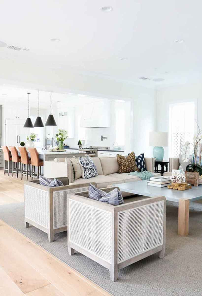 44 cozy coastal themed living room decor ideas that makes your home feels like beach (22)
