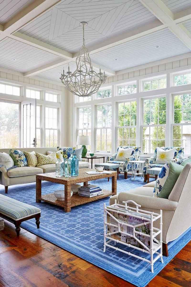 44 cozy coastal themed living room decor ideas that makes your home feels like beach (28)