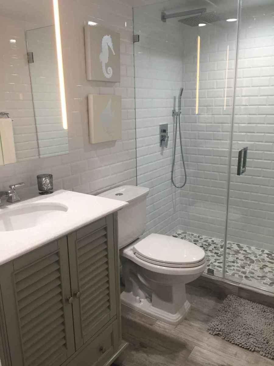 55 gorgeous beach themed bathroom design & decor ideas (35)