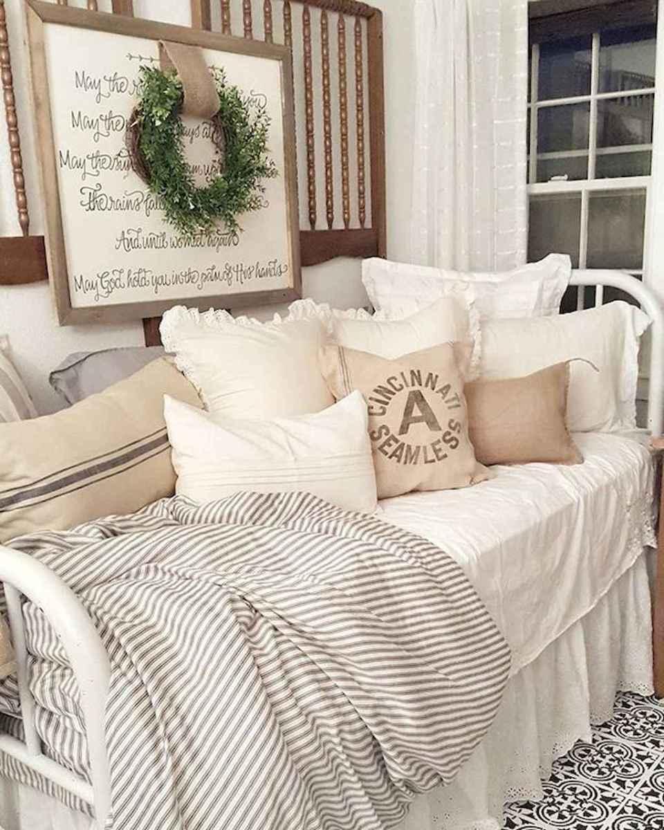 Inspiring modern farmhouse bedroom decor ideas (21)