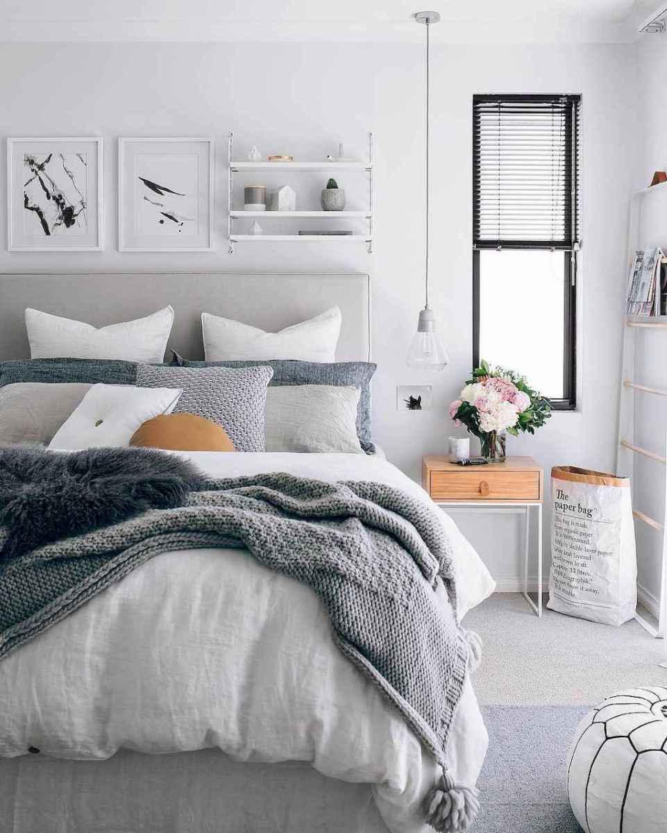 Inspiring modern farmhouse bedroom decor ideas (22)