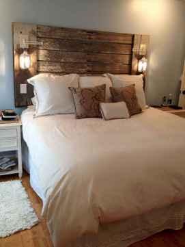 Inspiring modern farmhouse bedroom decor ideas (36)