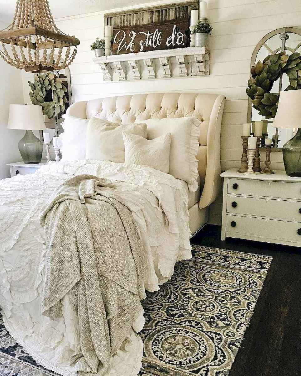 Inspiring modern farmhouse bedroom decor ideas (37)