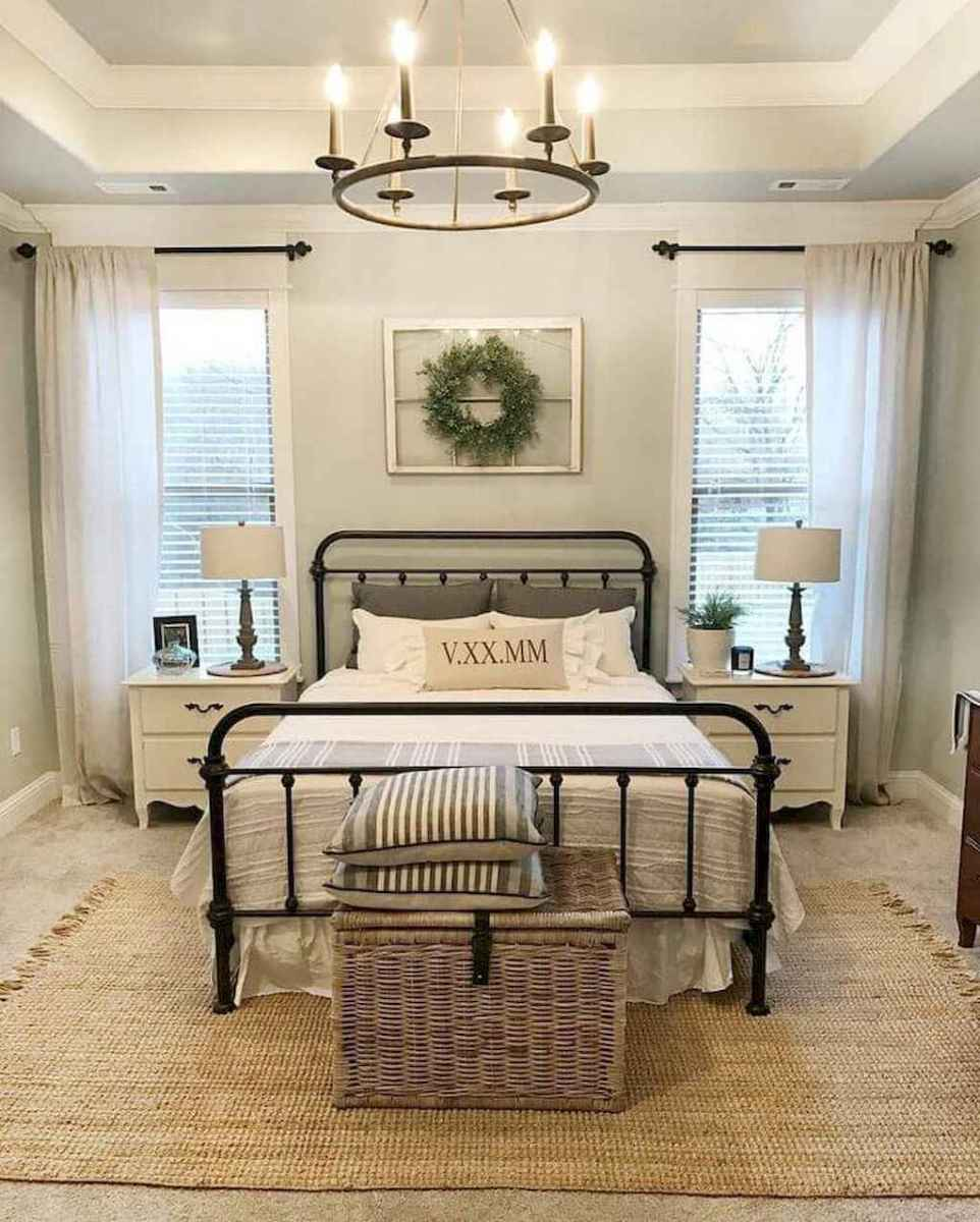 Inspiring modern farmhouse bedroom decor ideas (42)
