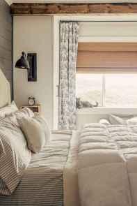 Inspiring modern farmhouse bedroom decor ideas (43)