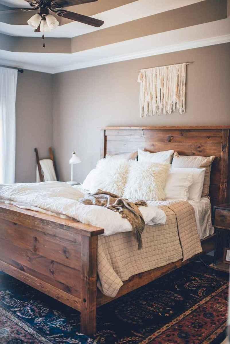 Inspiring modern farmhouse bedroom decor ideas (60)