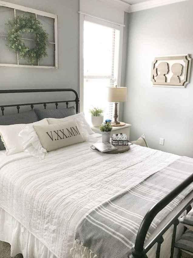 Inspiring modern farmhouse bedroom decor ideas (65)