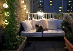 Relaxing apartment balcony decorating ideas (24)