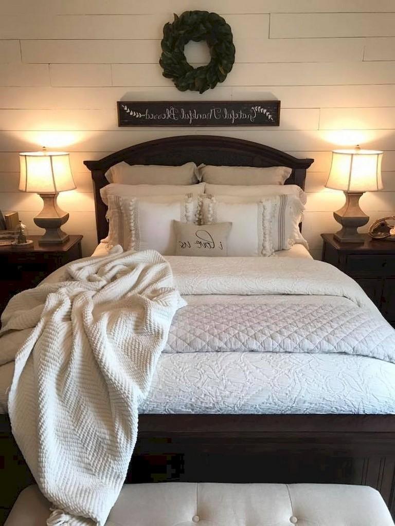 35 Good Urban Farmhouse Master Bedroom Makeover Ideas on Master Bedroom Farmhouse Bedroom Images  id=34335