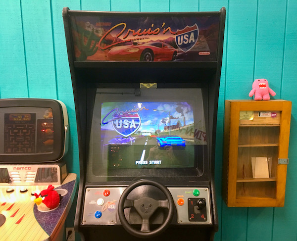 In-game: A Cruis' n USA arcade cabinet.