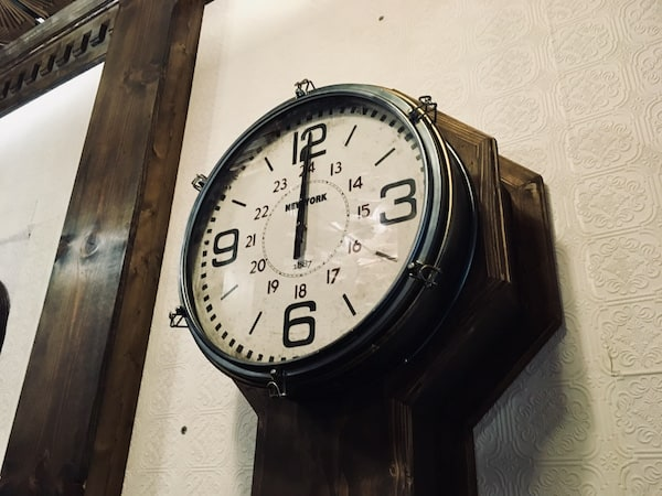 In-game: An intricate clock hanging on the wall.