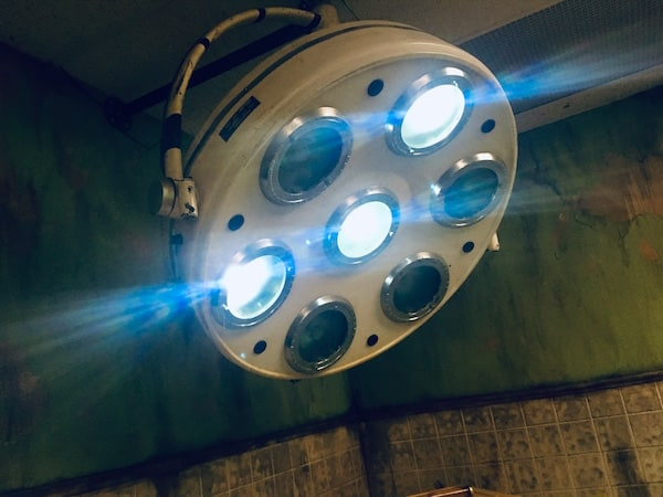 In-game: A partially illuminated overhead surgical light.