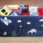 Oude jeans in decoratie van speelgoed opbergdozen