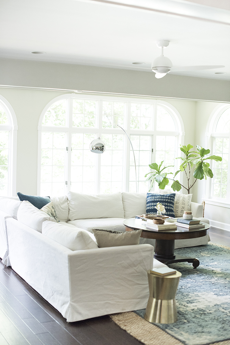 white-sofa-living-room