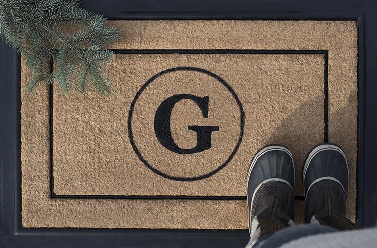 holiday-monogram-door-mat-diy