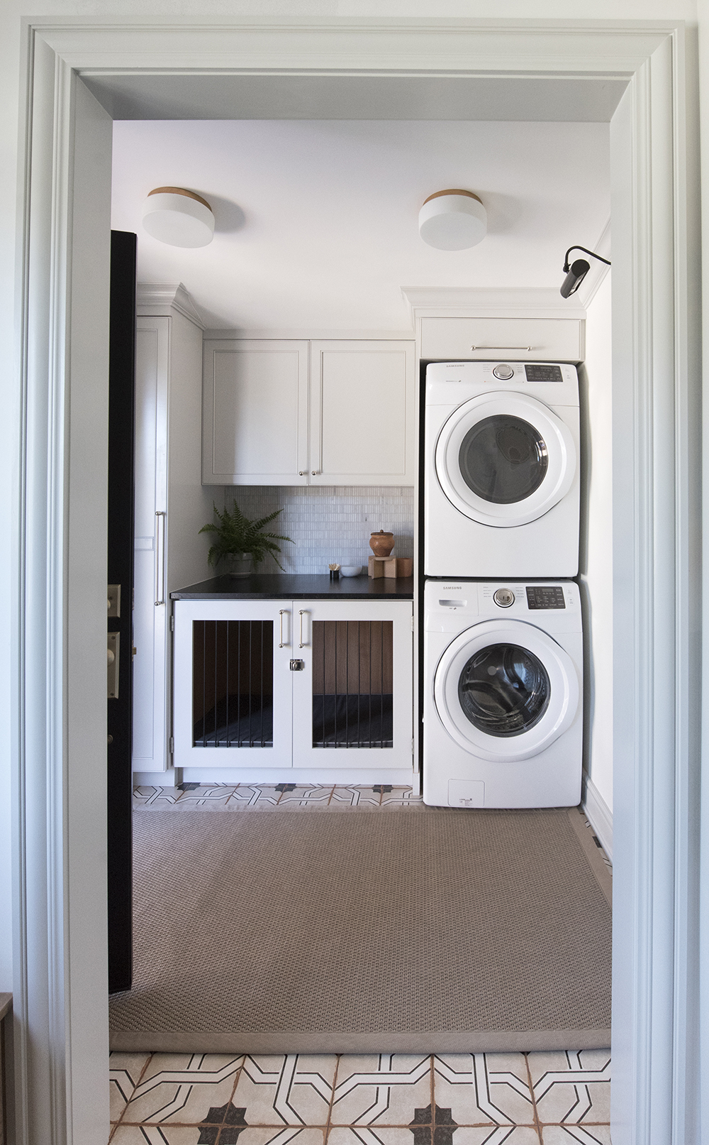 The Laundry Room : One Room Challenge - Room Reveal - roomfortuesday.com