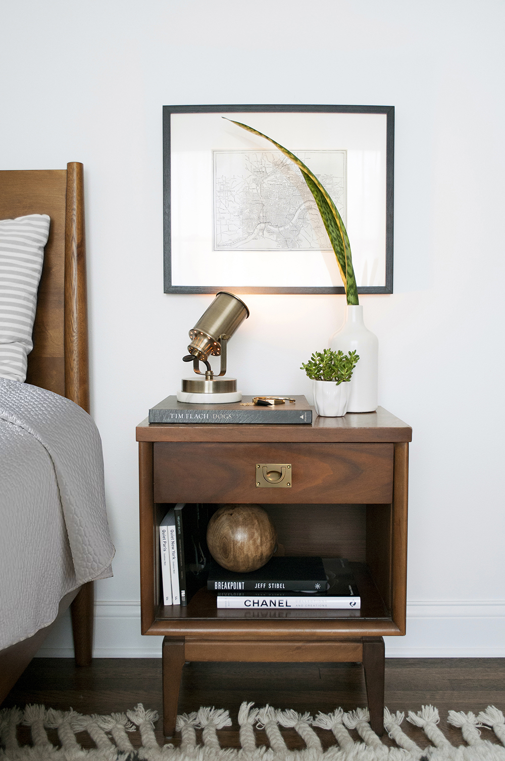 6 Ways to Style Your Nightstand - roomfortuesday.com