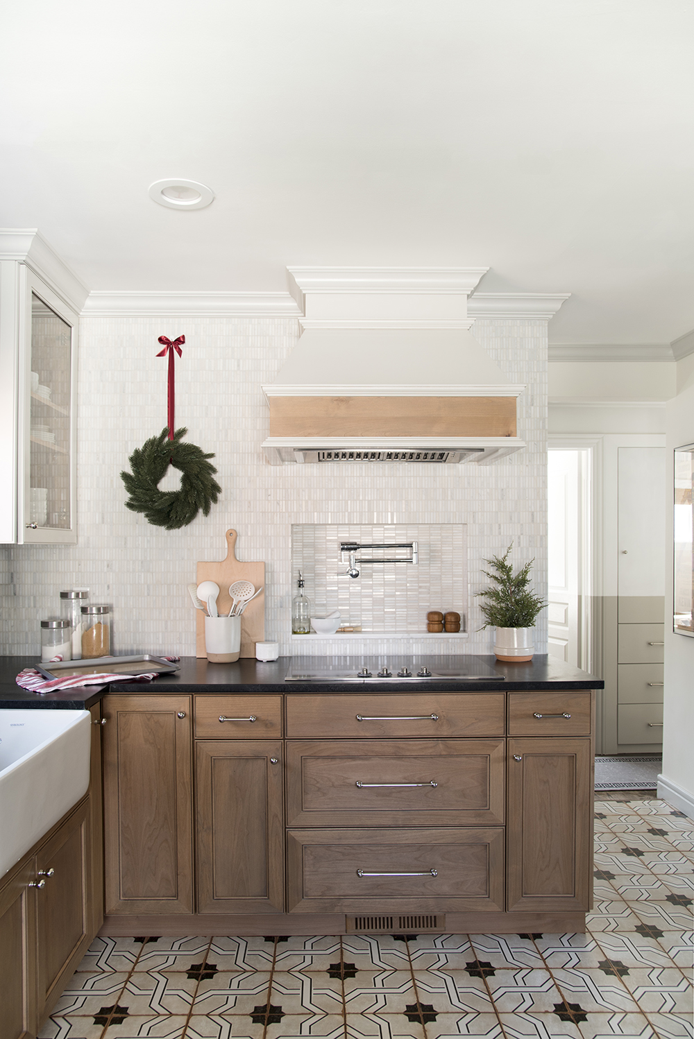 Decorating for the Holidays Without a Tree - roomfortuesday.com